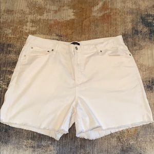 Gap white 5 inch white shorts in great cond.